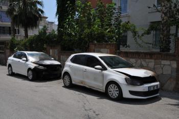 Alanya'da 2 otomobili kundakladı, güvenlik kamerasına yakalandı