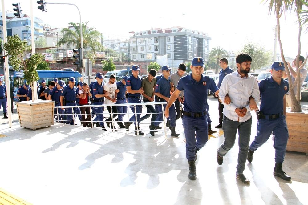 Alanya'da gözaltına alınan 17 torbacı adliyede