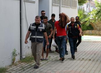 Alanya'da hırsızlıktan aranan 1'i kadın 5 şüpheli yakalandı
