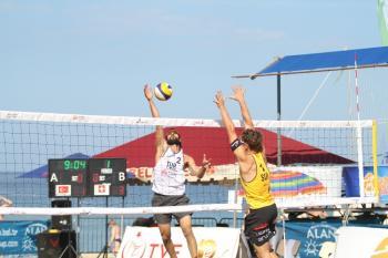 Alanya'da Plajda voleybol heyecanı devam ediyor