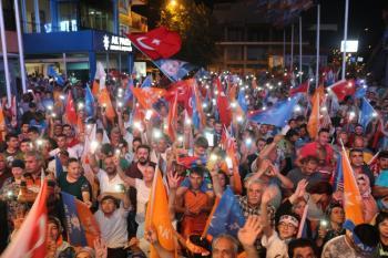 Antalya AK Parti il binasında kutlama