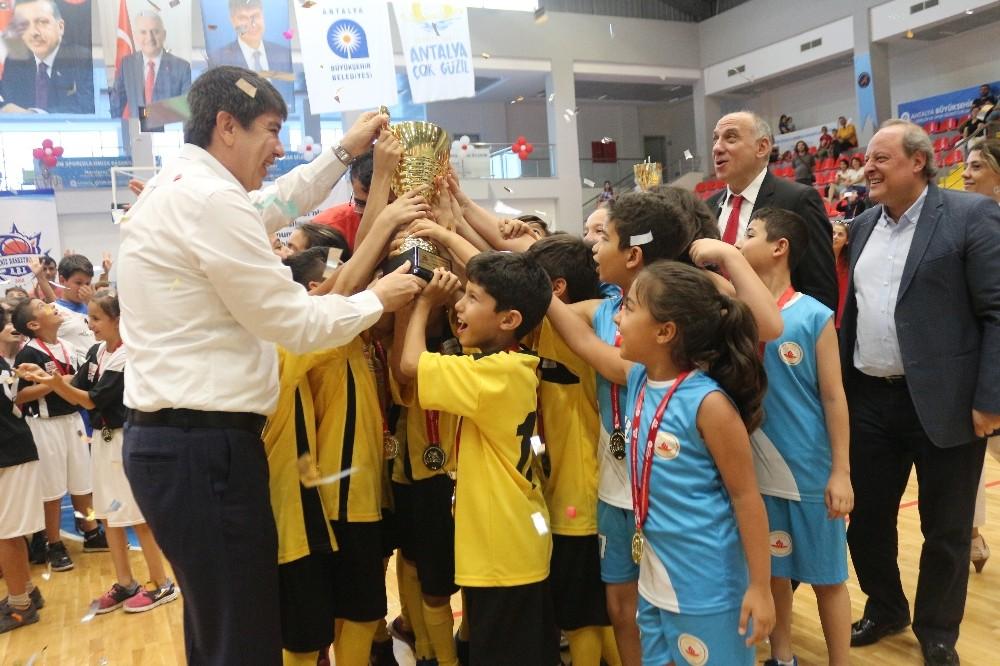 Antalya Geleneksel Çocuk Oyunları Ligi sona erdi