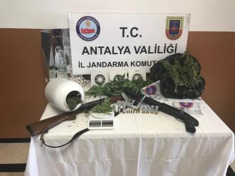 Antalya'da 9 ayrı adres eş zamanlı uyuşturucu operasyonu: 7 gözaltı