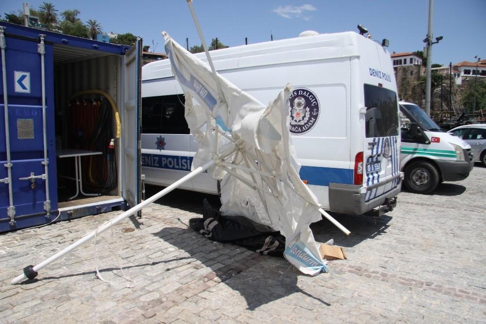 Antalya'da cesede şemşiyeli koruma