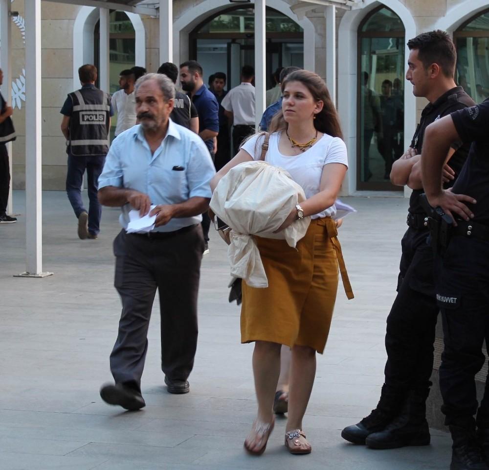Antalya'da oy torbaları adliyeye getiriliyor