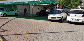 Antalya'da park halindeki lüks otomobile silahlı saldırı