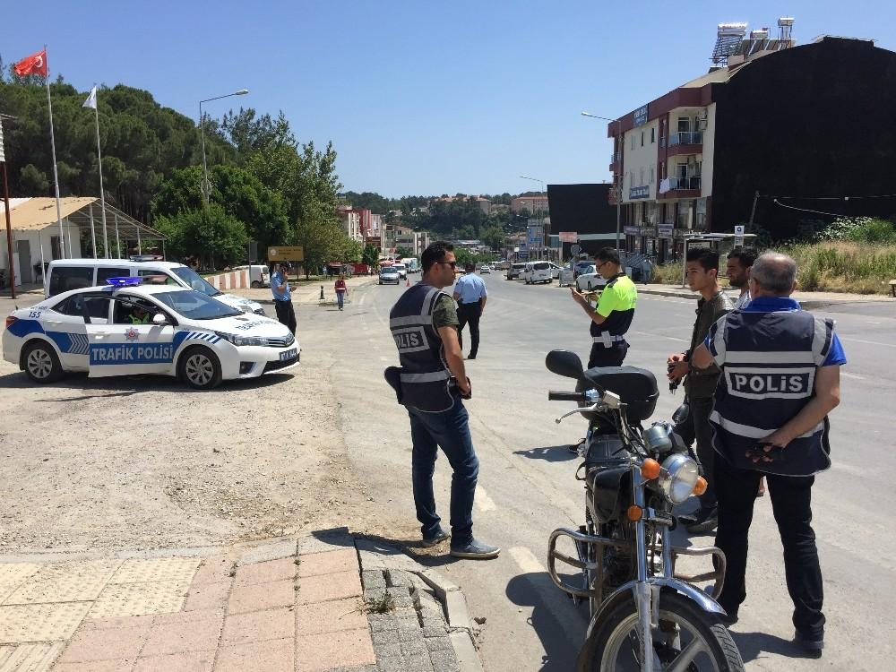 Antalya'da sürücüler seçici göz uygulaması ile denetlendi