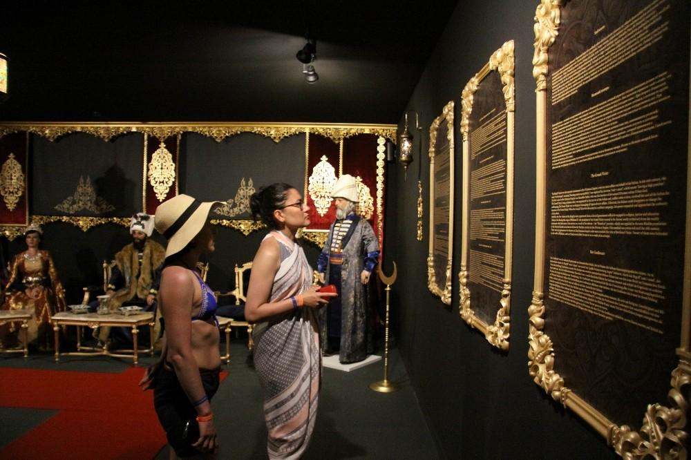 Antalya'da turistlere bal mumu müzesi