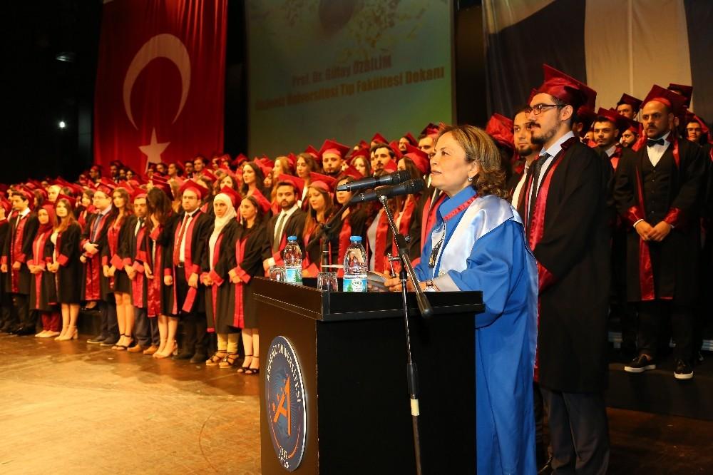 AÜ Tıp Fakültesi'nde mezuniyet sevinci