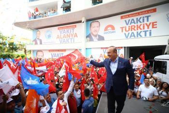Bakan Çavuşoğlu, Alanya'da istikrar yürüyüşüne katıldı