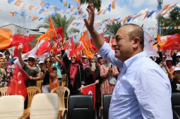 """Bakan Çavuşoğlu: """"Darbe gecesi fare gibi saklandınız, korkaklar"""""""