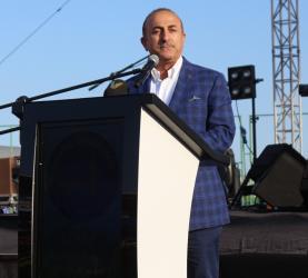 """Bakan Çavuşoğlu: """"Hemen iş bulamayacaksınız belki ama hiçbir zaman pes etmeyin"""""""