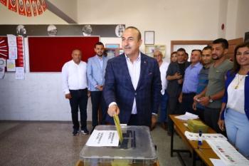 Bakan Çavuşoğlu'nun sandığından Erdoğan çıktı