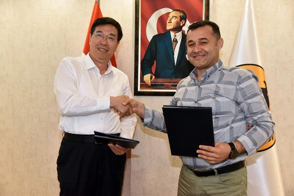 Başkan Yücel, Çinlilerle sözleşme imzaladı