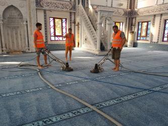 Büyükşehir camileri temizliyor