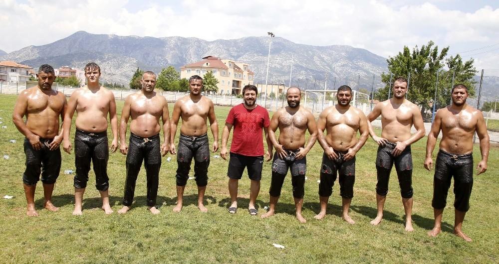 Döşemealtı güreşçileri kampa girdi