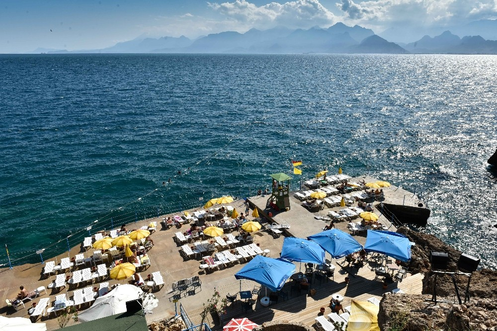 Kabotaj Bayramı'nda Erenkuş Plajı'na mavi bayrak