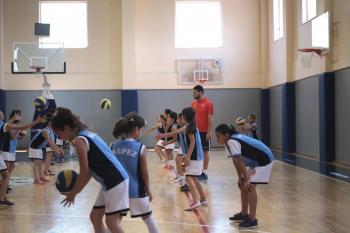 Kepez Belediyesi'nden voleybol kursu