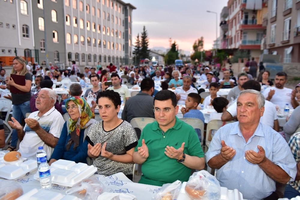 Kepez Belediyesi'nin mahalle iftarları