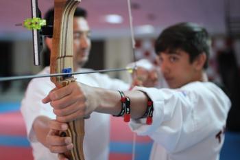 Kepez'de yaz spor okullarının gözdesi okçuluk sporu