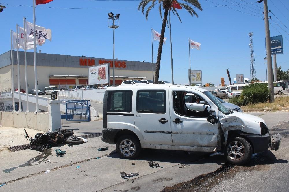 Manavgat'ta motosiklet kazası:1 yaralı