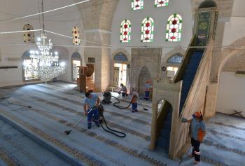 Muratpaşa'da cami ve mescitlere düzenli bakım