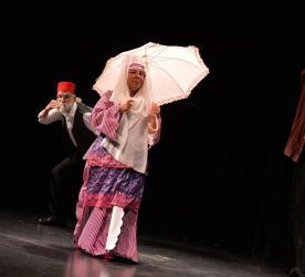 Muratpaşalı yaşlı evi üyeleri tiyatro oyunu sahneledi