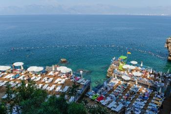 Muratpaşalılar Falez plajlarına destek verdi