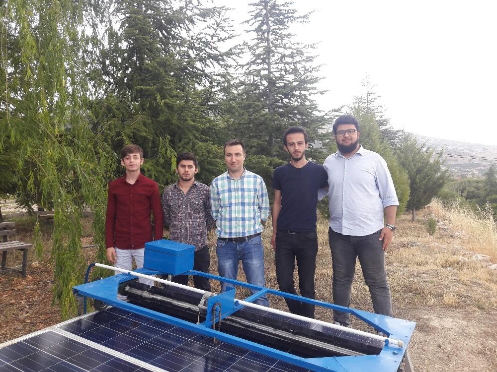 Öğrencilerden Güneş Paneli Yıkama Robotu