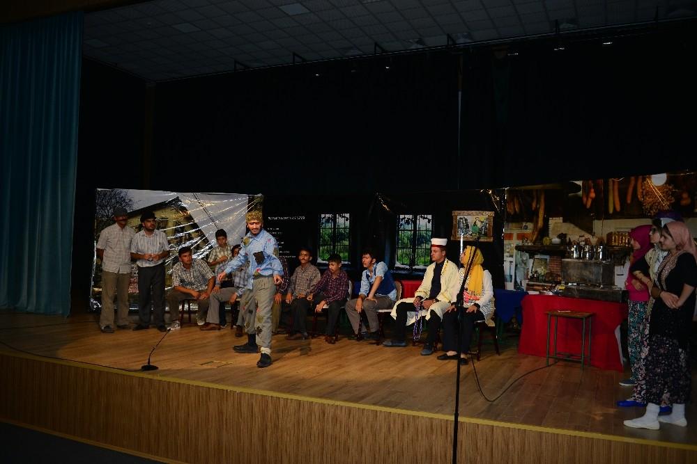Öğrencilerin tiyatro oyunu çok beğeni topladı