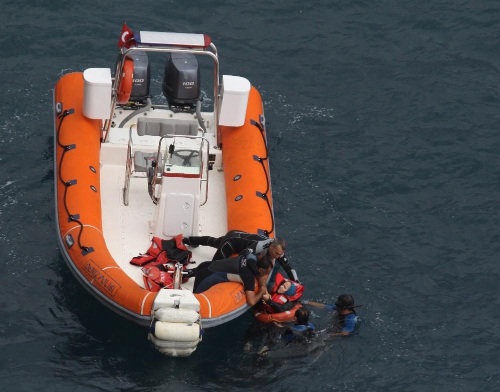 Ölümle burun buruna gelen 3'ü çocuk 7 kişiyi deniz polisi kurtardı