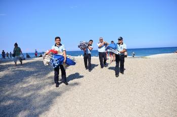 Olympos sahilinde seyyar satıcı operasyonu