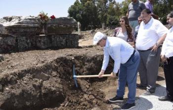 Dünyanın ilk kadın belediye başkanının anıt mezarının podyumu çıktı