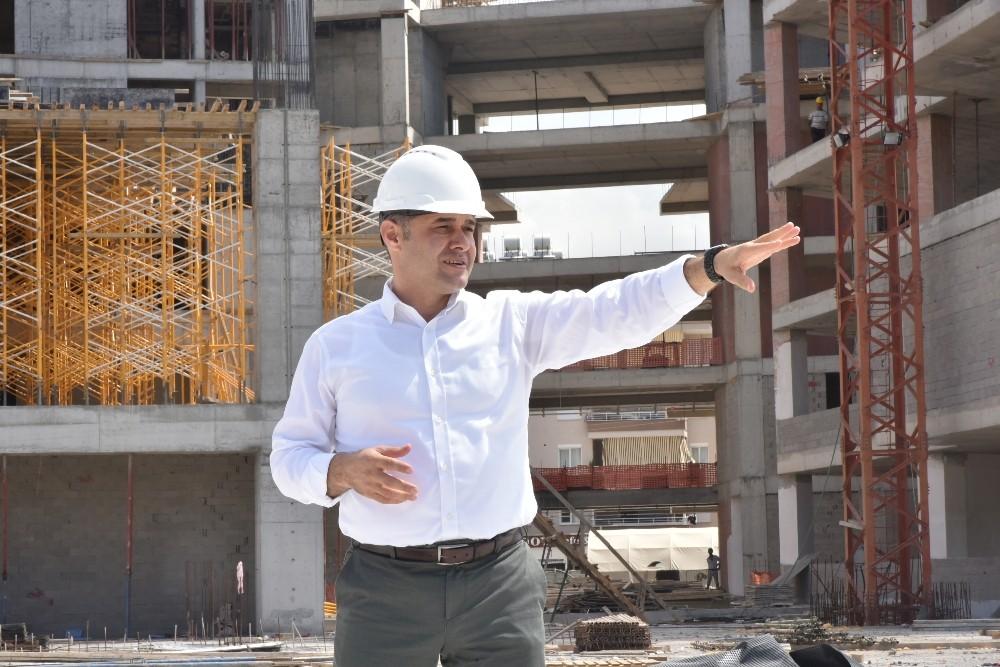 """Yücel: """"Yeni Belediye binası yüzde 60 tamamlandı"""""""