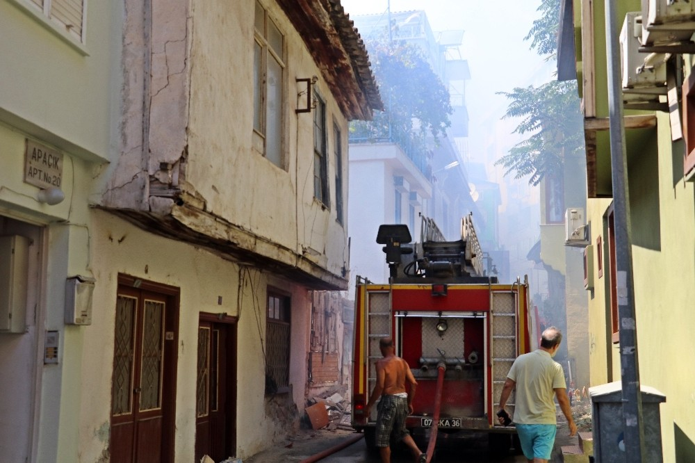 15 gün arayla metruk binada çıkan yangın mahalleliyi sokağa döktü