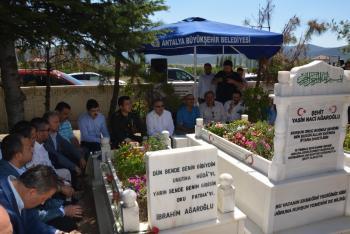 15 Temmuz şehidi hukuk fakültesi öğrencisi Ağaroğlu, mezarı başında anıldı