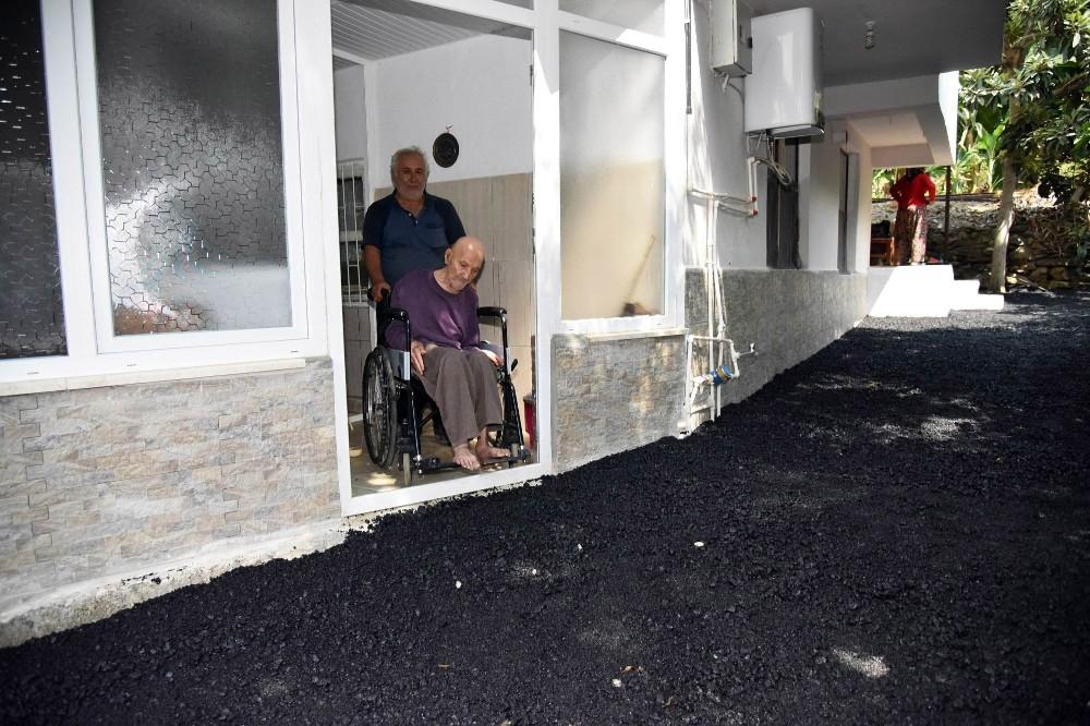 Alanya Belediyesi'nden engelli vatandaşa yol hizmeti