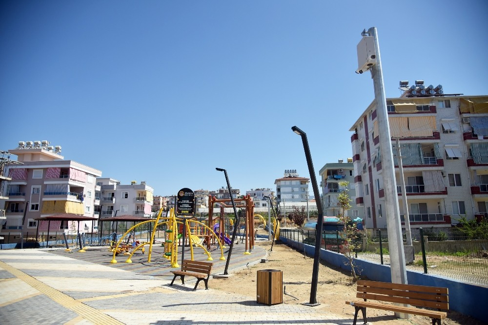 Alanya Belediyesi'nden parklara kameralı güvenlik önlemi