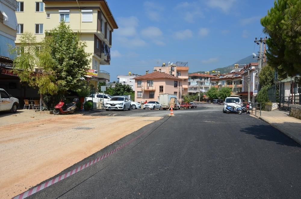Alanya Oba'ya altyapı sonrası sıcak asfalt