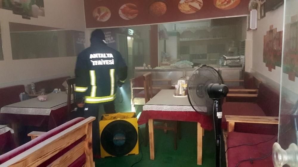 Alanya'da kafede korkutan yangın