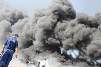 Antalya'da fabrika yangını söndürülemiyor
