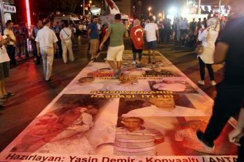 Antalya'da on binler darbeye karşı yürüdü