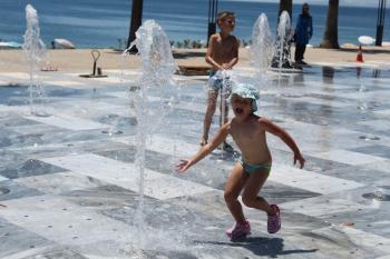 Antalya'da şaşırtan sıcak manzaraları