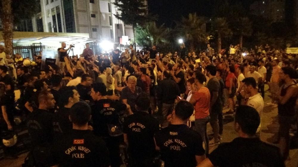 Antalya'da seçim gecesinde çıkan olaylara tutuklama