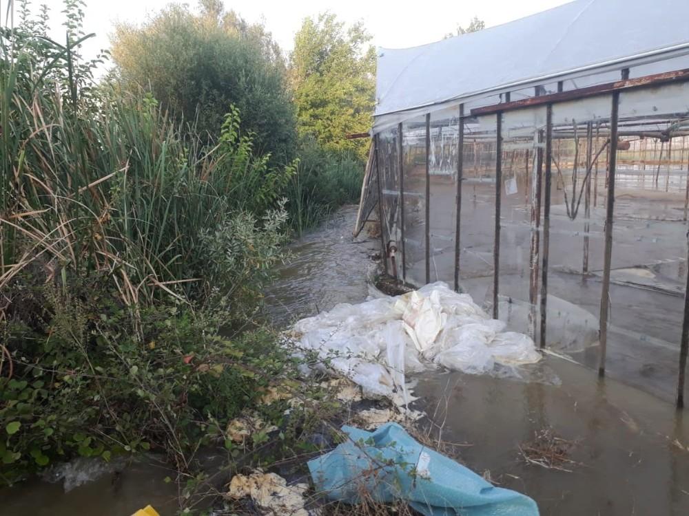 Antalya'da yaz ayında seraları su bastı