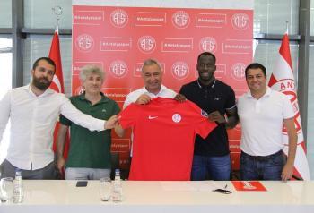 Antalyaspor, Aly Cissokho ile 3 yıllık sözleşme imzaladı