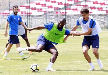 Antalyaspor, Erzurum-Palandöken kampının dördüncü gününde oyun-taktik çalışmaları gerçekleştirdi.
