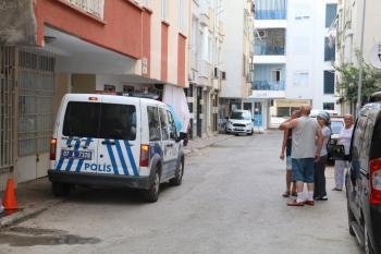 Apartman dairesinden gelen koku polisi alarma geçirdi