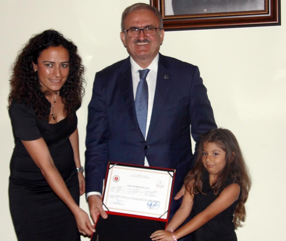 Aşçı yardımcılığı kursundan mezun olan kadınlara sertifika verildi