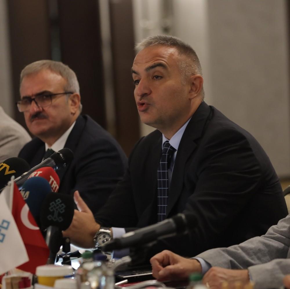 """Bakan Ersoy: """"Hedefimiz kişi sayısı değil, turizm gelirlerinin GSMH'deki payın yüzde 4'ten 8'e çıkartılması"""""""
